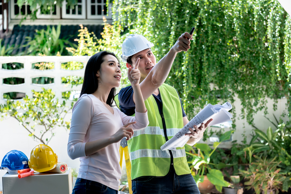 asian woman talking to a property inspector